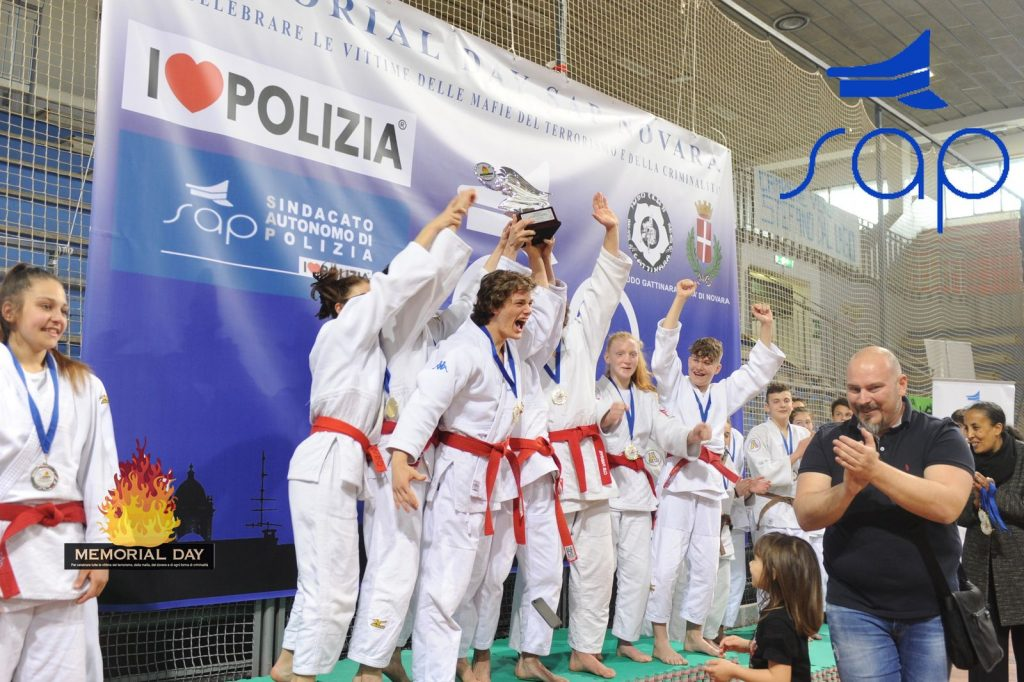 la squadra Veneta esulta sul podio